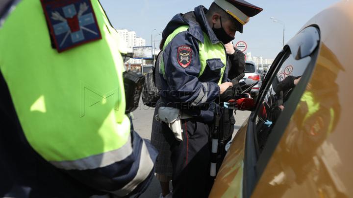 ГИБДД начала жестко наказывать за автомобильные шторки