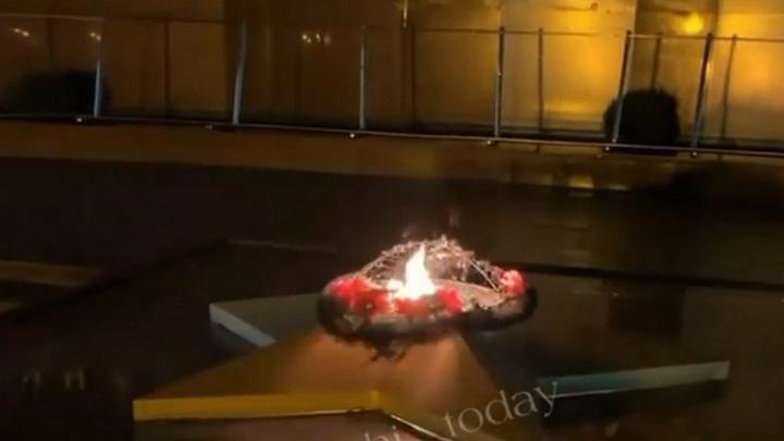 Вандалы сожгли венок на Вечном огне в Сочи
