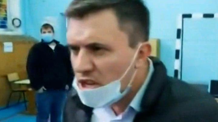 Депутат от КПРФ устроил скандал, угрожая члену избиркома