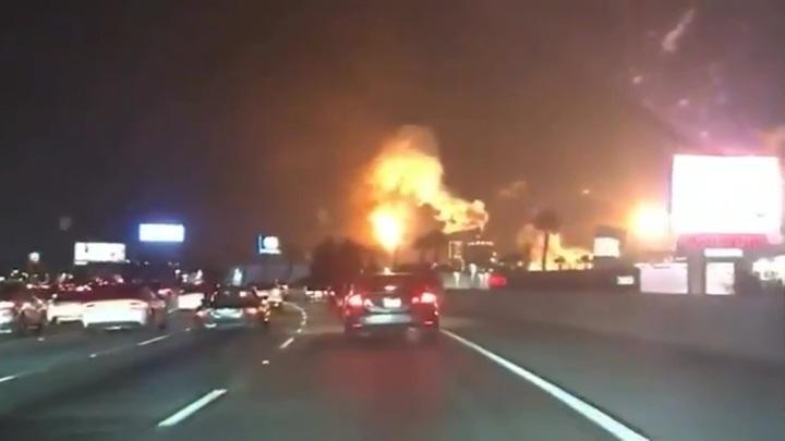 В США после землетрясения загорелся нефтеперерабатывающий завод