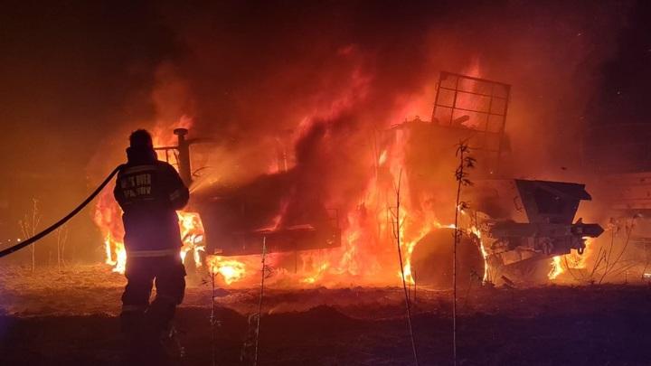 Сотни военных машин сгорели во время пожара в Претории