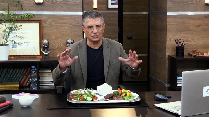 """Кадр из программы """"Доктор Мясников"""". Вы не будете толстеть"""": мнение доктора Мясникова о калориях"""