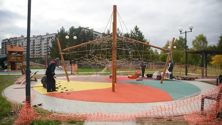 Вандал испортил покрытие в новом парке в Вологде