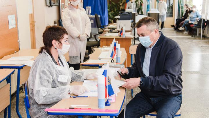 Губернатор Сахалинской области проголосовал на выборах