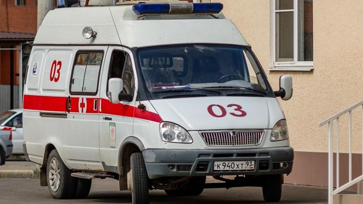 В Краснодаре 18-летний юноша выпал из окна во время стрима
