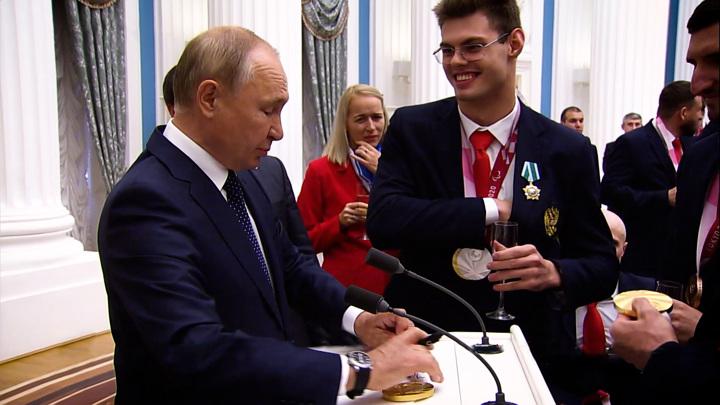 """""""Не прокатило"""": Путин отказался портить паспорт"""