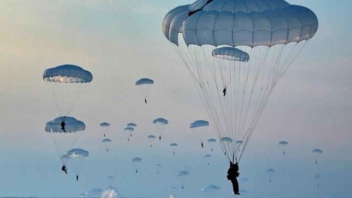 Севастопольский военнослужащий украл из части парашюты на 8 миллионов