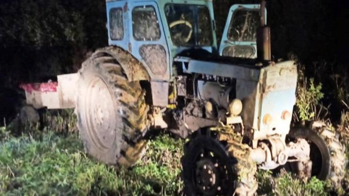 В Костромской области охотники показали полицейским трактор с трупом