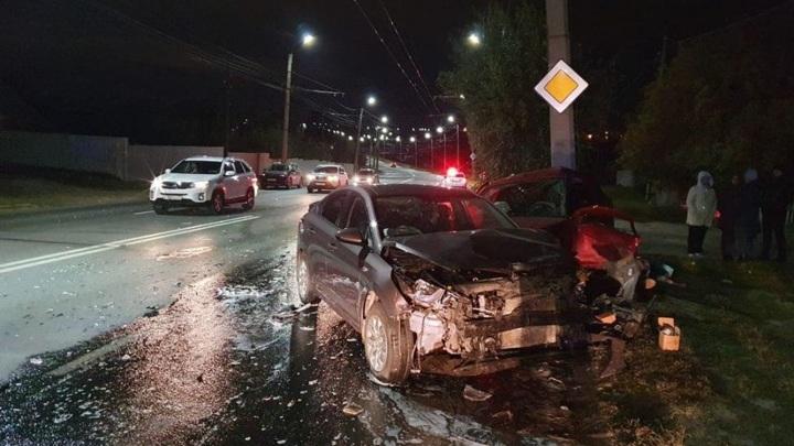 В Чебоксарах в ДТП погиб человек. Еще 4, в том числе двое детей, пострадали