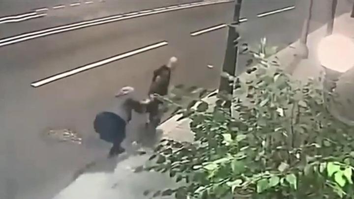 Пенсионерка отбилась от грабителя, он задержан