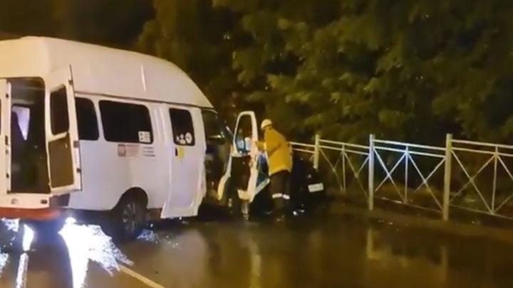 Два человека погибли в аварии с маршруткой на Ставрополье
