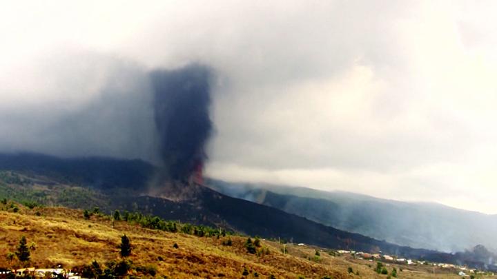 Из-за канарского вулкана Европа готовится к кислотным дождям