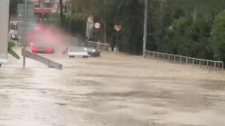 Вновь ливни: перекрыто движение по участку трассы Джугба-Сочи