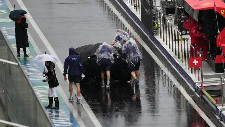 """""""Формула-1"""". Ливень в Сочи отменяет субботние заезды"""