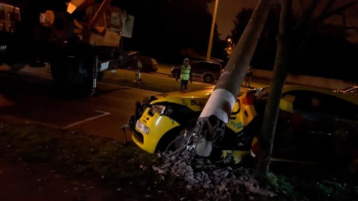 Роллс-Ройс сломал столб в Минске