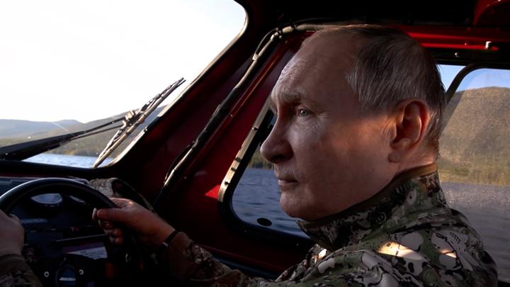Маралы выскочили наперерез вездеходу Путина