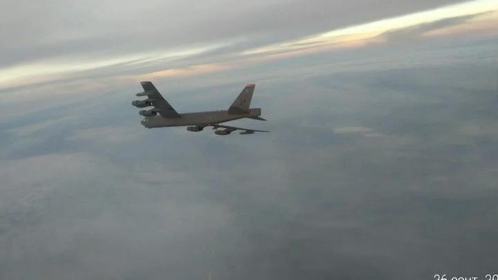 Три Су-35С сопроводили бомбардировщик США в Тихом океане