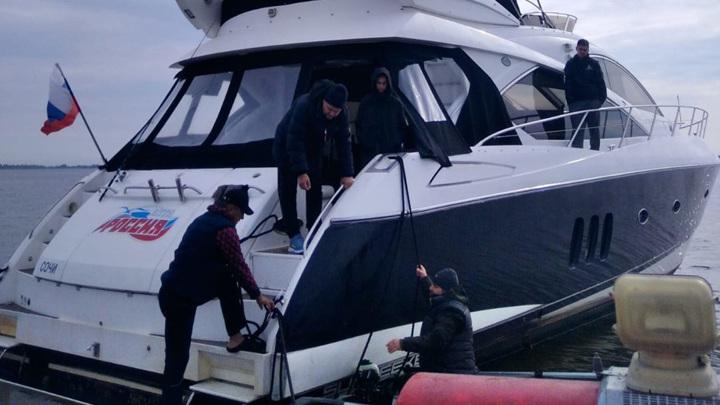 Яхта, следовавшая в Сочи, села на мель в акватории Татарстана