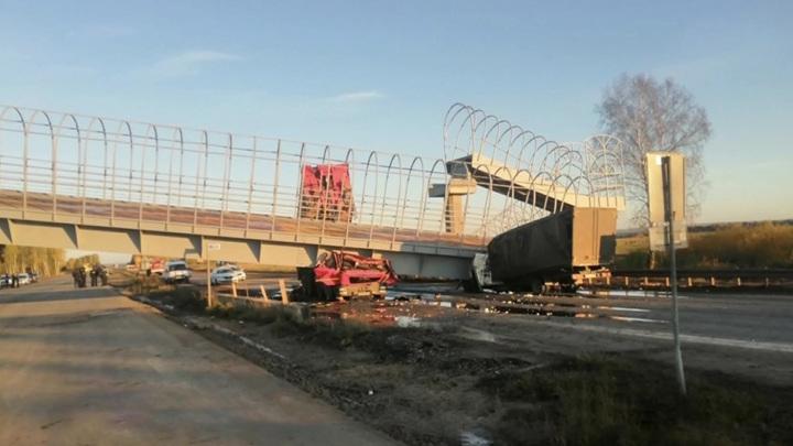 Под Пермью на дорогу обрушился мост