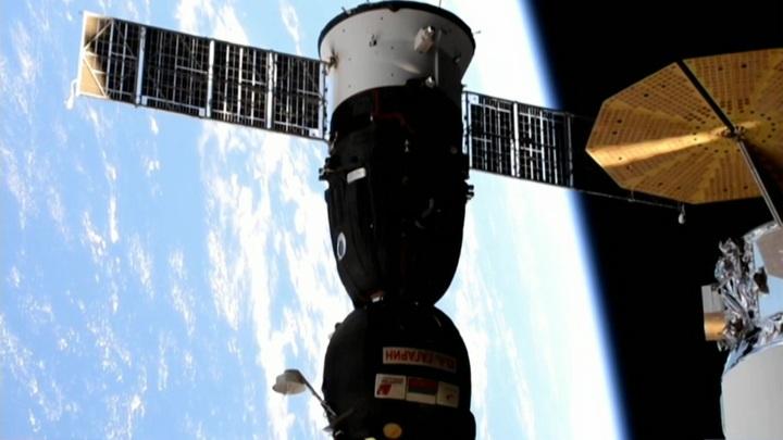 """К модулю """"Наука"""" на МКС впервые пристыковался пилотируемый корабль """"Ю. А. Гагарин"""""""