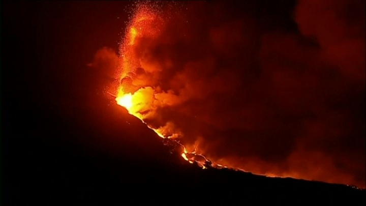 Вулкан на острове Пальма начал извергать породы возрастом более 2 млн лет