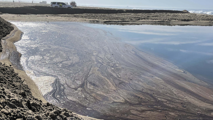 Масштабная утечка нефти произошла у побережья Лос-Анджелеса
