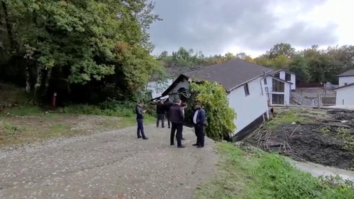 Территория поселка, разрушенного оползнем в Сочи, не пригодна для проживания