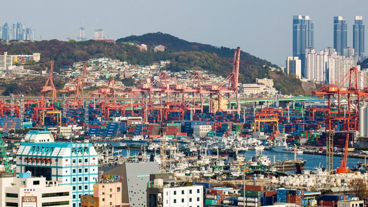 Корейский порт Пусан не справляется с потоком грузов