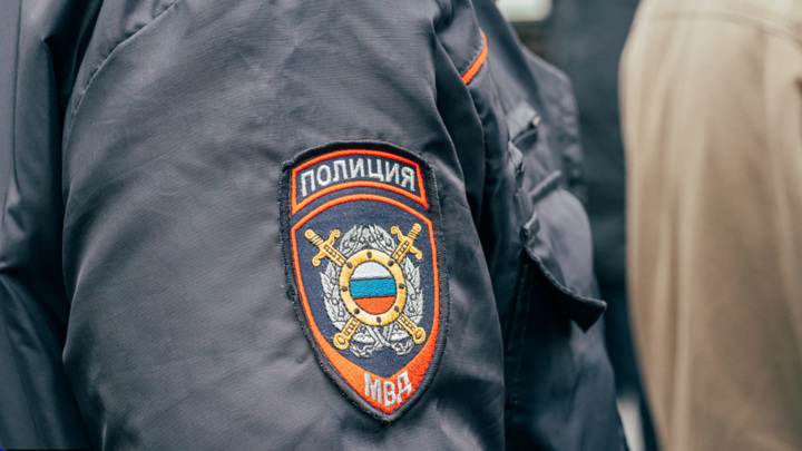 Кемеровские полицейские задержали мужчину, сбившего двух пешеходов на парковке у ТЦ