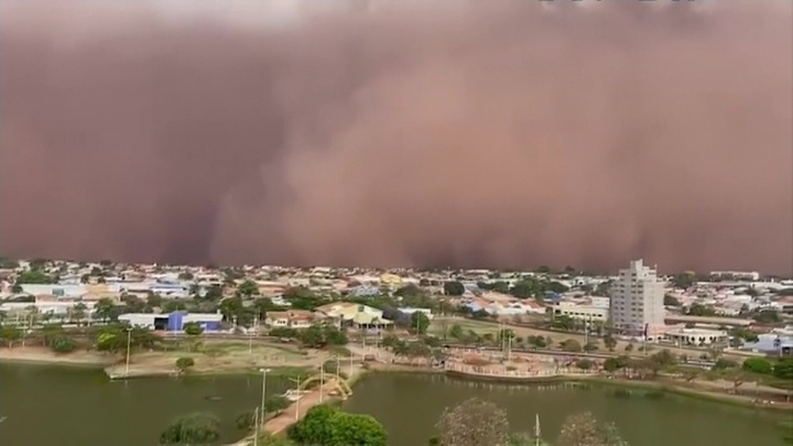 Коричневое небо: над бразильским штатом Сан-Паулу свирепствует песчаная буря