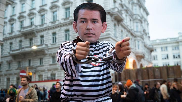 Канцлер Австрии ушел в отставку, надеясь сохранить стабильное правительство