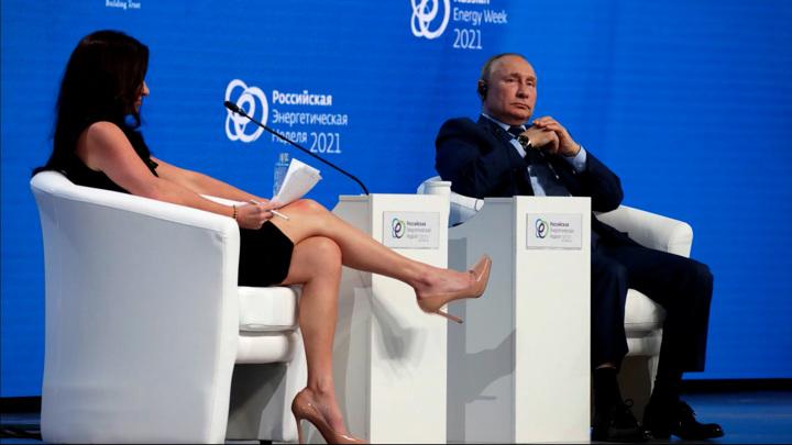 В Москве американская журналистка невозмутимо села в лужу