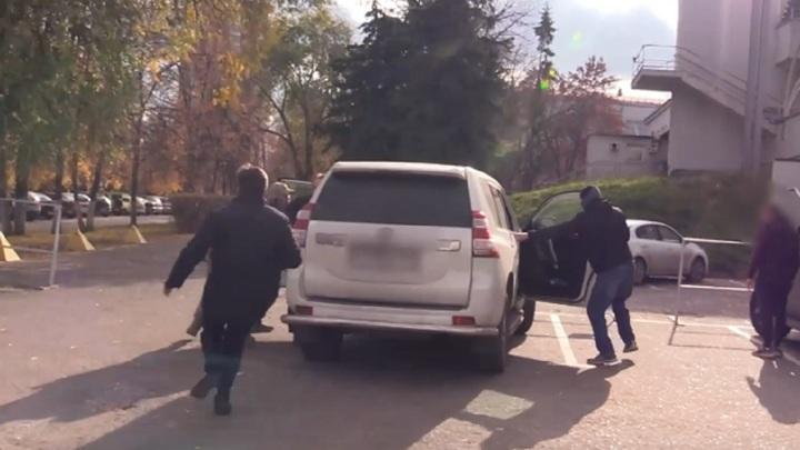Следком показал кадры задержания экс-главы пензенского минспорта