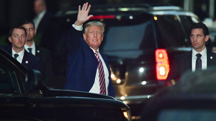 Трампа допросили по делу, когда его охранник дал по голове мексиканцу