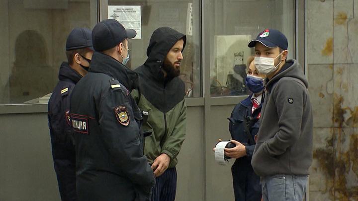 Самоизоляция и штрафы за спущенные маски: в Москве усиливают антиковидные меры