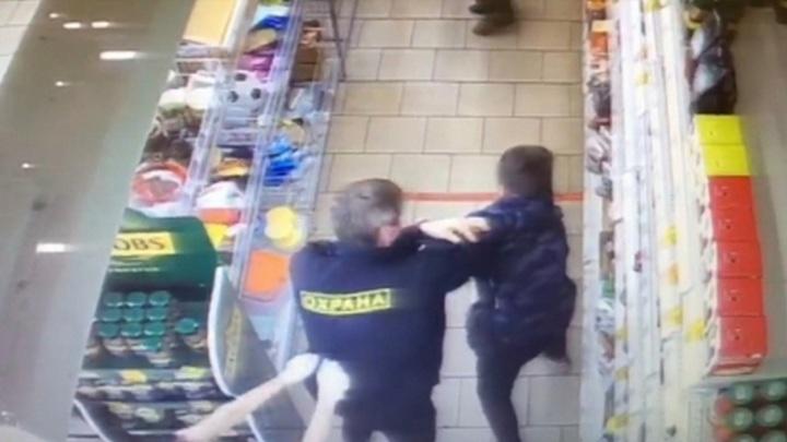 Следователи проверят новость об избиении мальчика охранником