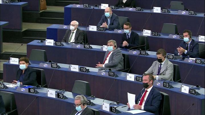Польше указали на дверь: куда тянут Евросоюз лебедь, рак и щука