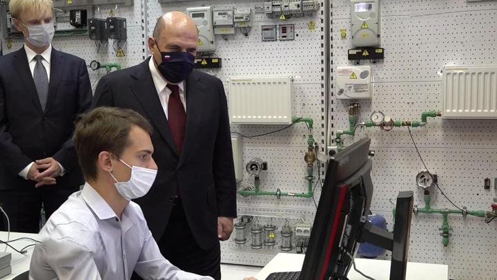 Портовые краны, новый кампус и вакцинация. Мишустин посетил Калининградскую область