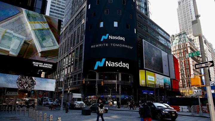 Акции Facebook и Twitter упали на 5%