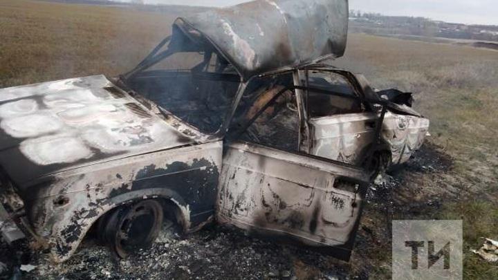 Взрыв топлива: в Татарстане автомобиль загорелся во время движения