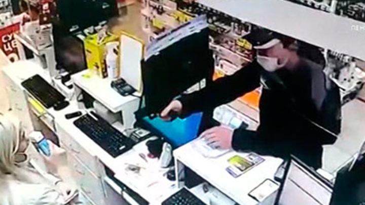 Причиной ограбления аптеки в Санкт-Петербурге могли стать долги