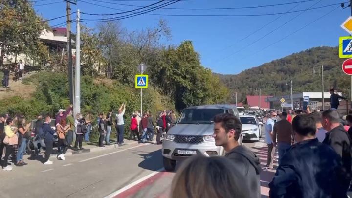 Движение по автотрассам в направлении Красной Поляны в Сочи возобновят в прежнем режиме