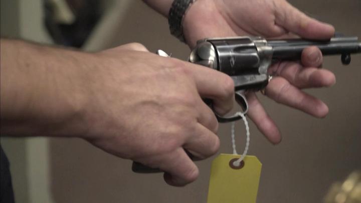 Кольт, из которого Болдуин застрелил оператора, давал осечку дважды