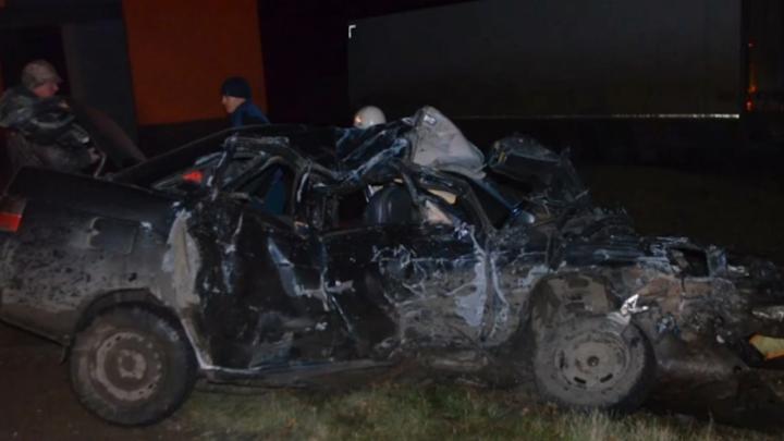 На трассе под Уфой в столкновении с фурой погибли два человека