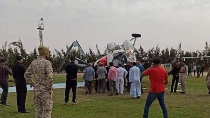 На стадион в Ливии упал перевозивший деньги частный вертолет