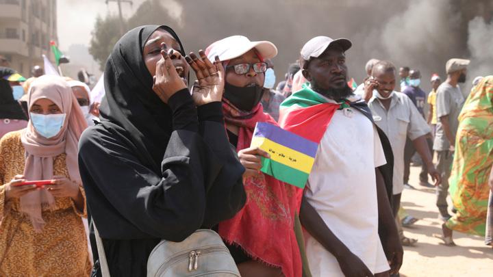 Судан: задержание премьера и забастовка медиков