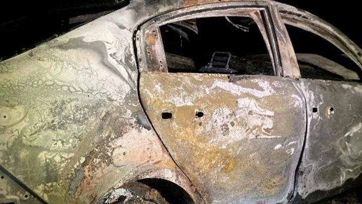 В лесу под Калугой в сгоревшем автомобиле обнаружен труп мужчины