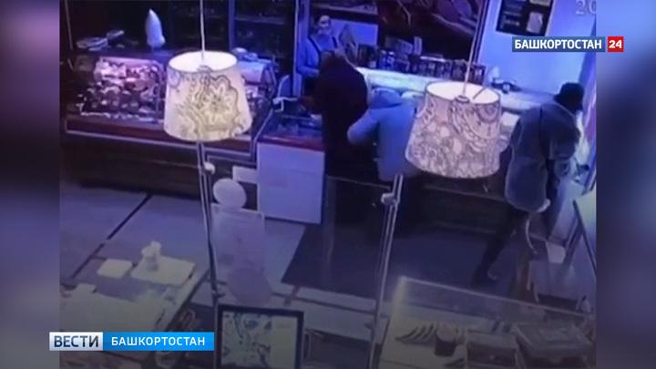 Сходила за хлебом: жительницу Уфы в магазине избила незнакомка