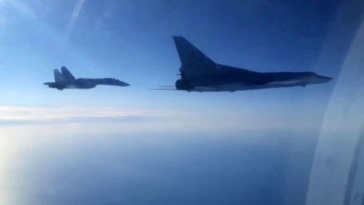 Два российских Ту-22М3 пять часов кружили над Черным морем