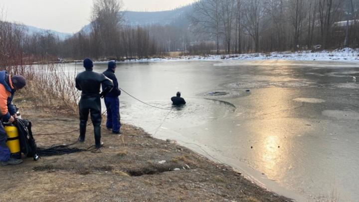 Спасатели нашли тела двух провалившихся под лед детей в Хабаровском крае